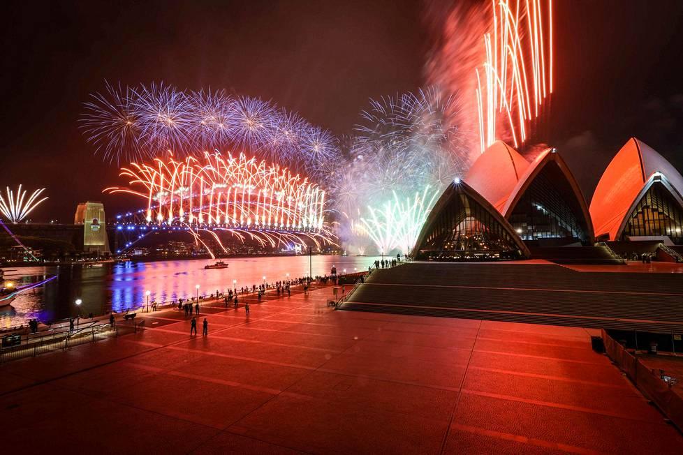 Sydneyssä kiellettiin kokoontuminen katsomaan sataman ilotulituksia, kun kaupungissa ilmeni noin 150 uuden tartunnan rykelmä.