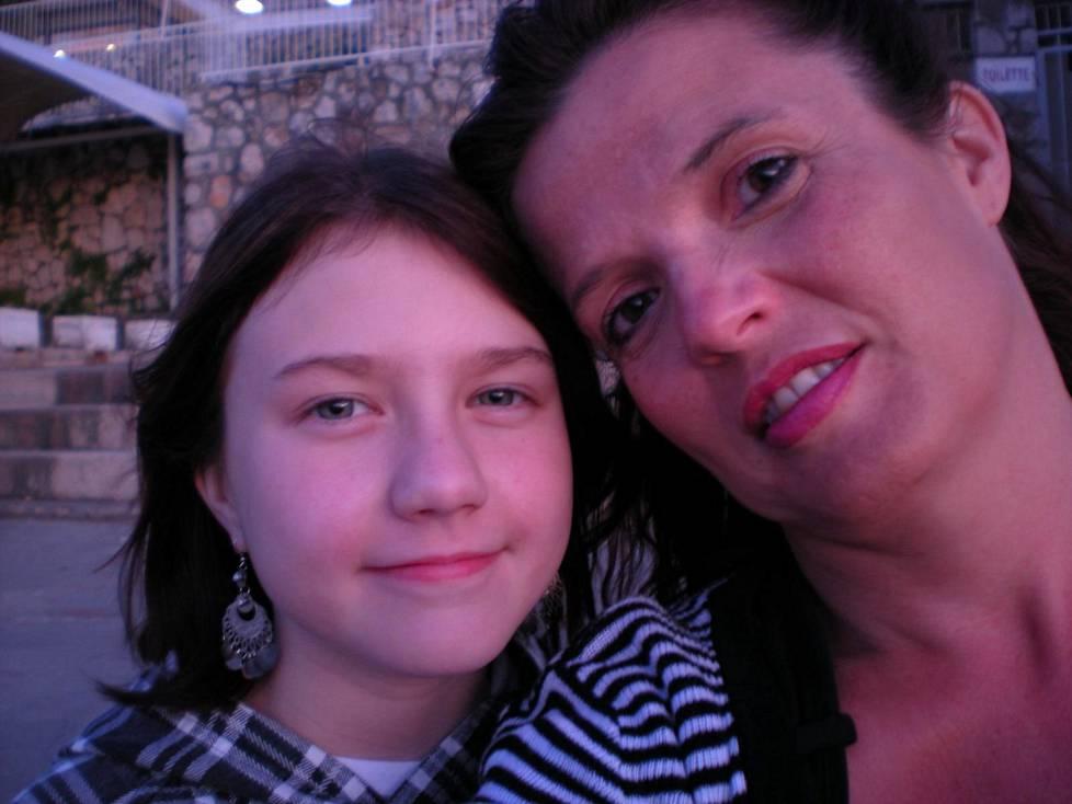 """Äiti ja tytär kävivät kahdestaan lomamatkalla Kroatiassa, kun Jasmin, lempinimeltään """"Jassu"""" oli 10-vuotias."""