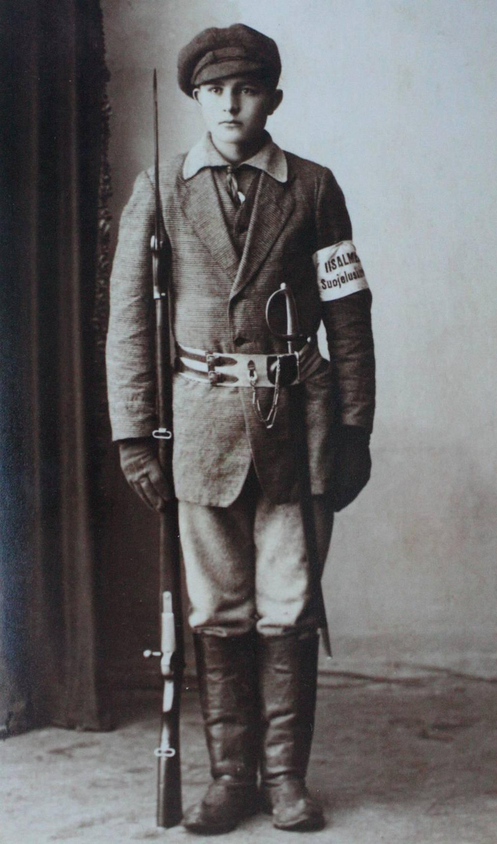 Suojeluskuntalainen Joonas Korolainen lähti sisällissotaan Ritoniemen tilalta Iisalmessa.