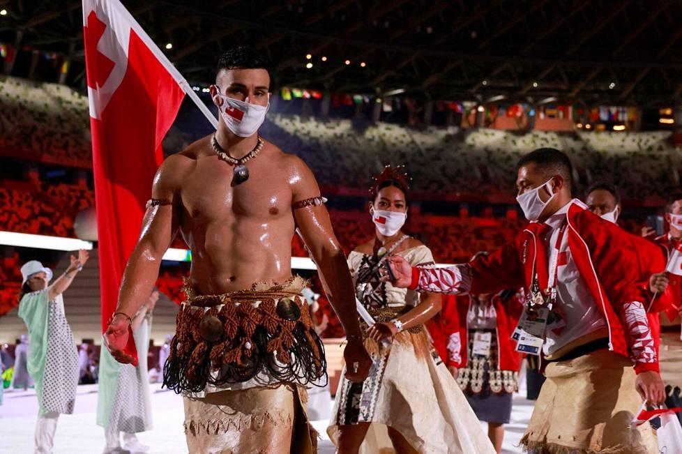 Pita Taufatofua Tokion olympialaisten avajaisissa