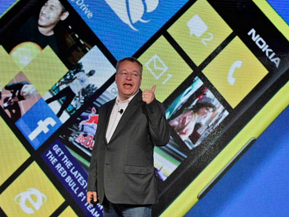 Stephen Elop vei Nokian Windows Phone-leiriin.