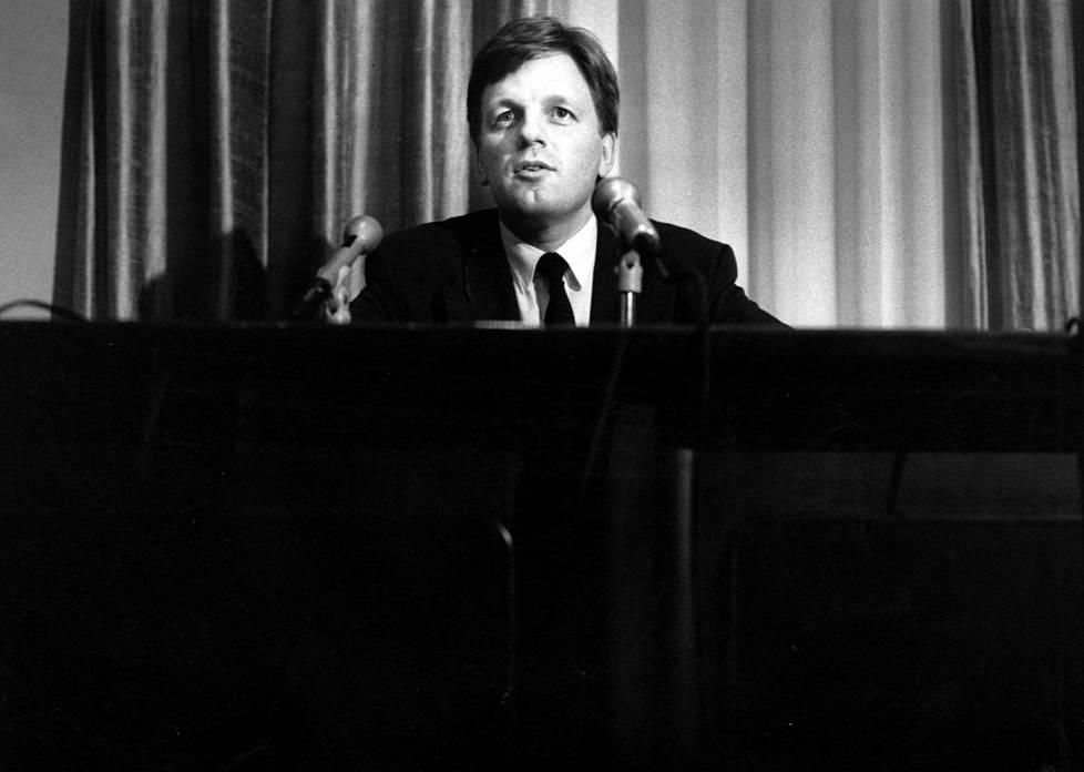 Tuore pääministeri Esko Aho vuonna 1991.