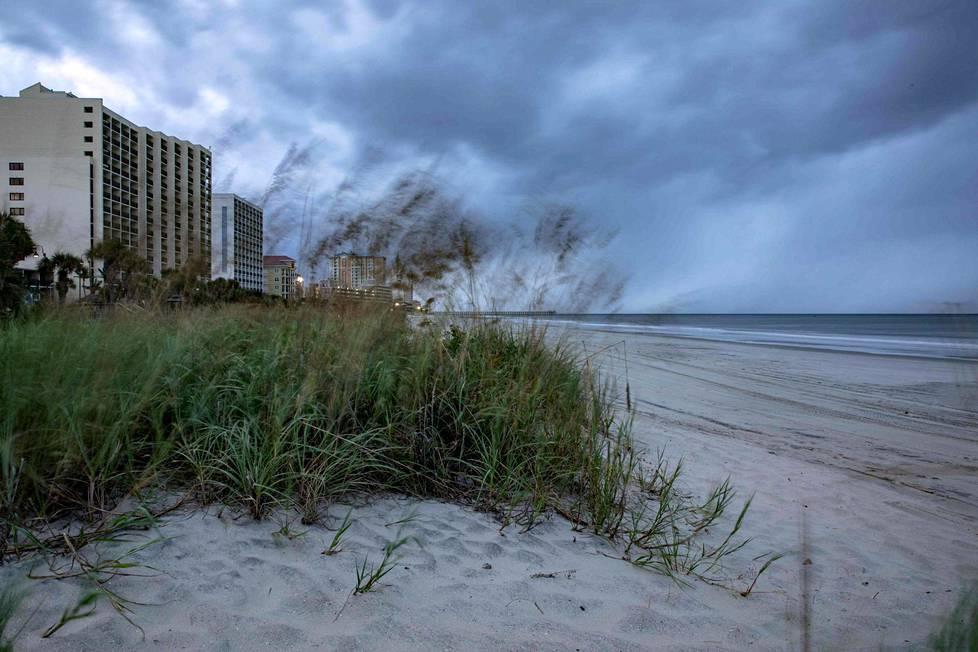 Tuuli puhaltaa Myrtle Beachin rannalla Etelä-Carolinassa.