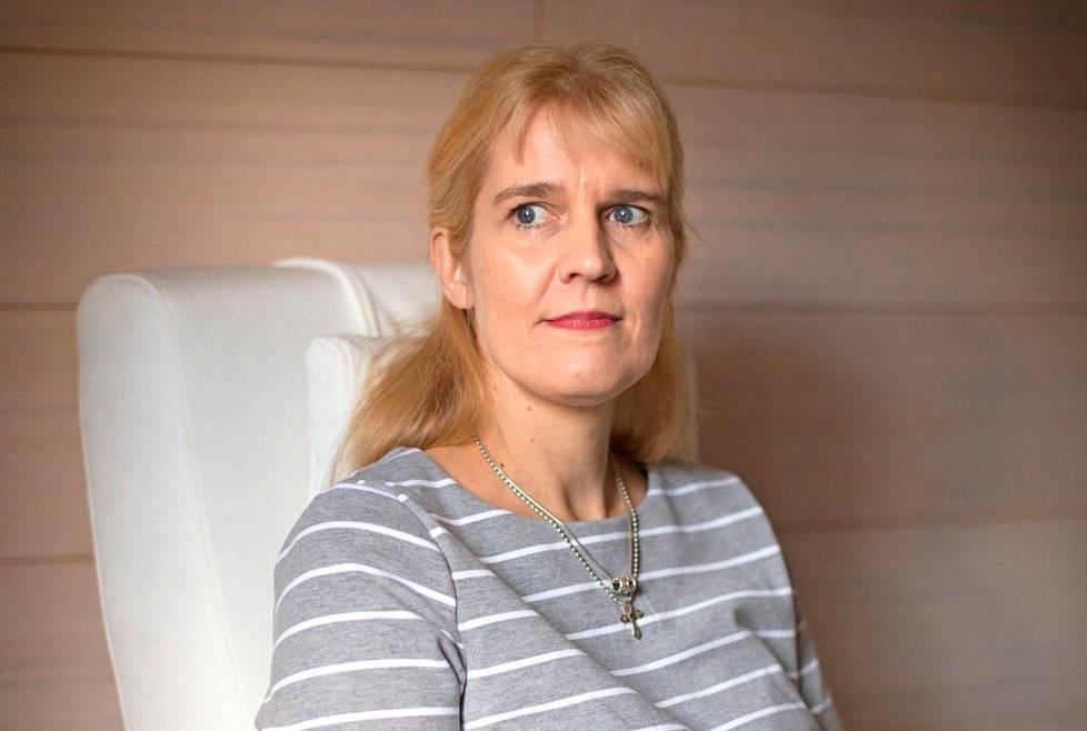 Asta Salminen huolestui tyttärensä voimisteluharrastuksen kovuudesta.