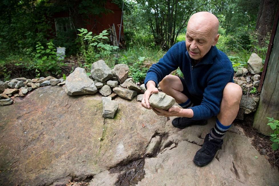 """Jouko Turkka vietti viimeiset vuotensa lapsuudenmaisemissaan Pirkkalassa. Tuohon aikaan liitty myös kuuluisa """"kivien keräilyvaihe."""""""