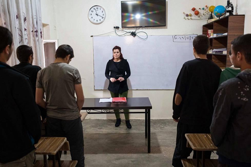 Kurdijoukot kouluttavat Isisin mailla kasvaneita lapsia.