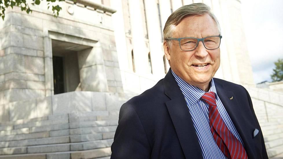 Kun Pertti Salolainen valittiin ensi kertaa eduskuntaan 1970, Suomi oli kovin toisennäköinen kuin nyt.
