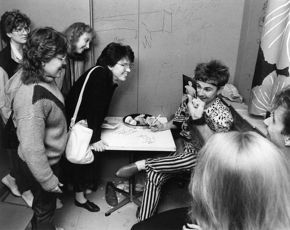 Meistä piti tulla Suomen Ramones, mutta meistä tulikin Suomen Abba. Meidän musiikissamme on melodisuutta ja vauhtia, Inkinen kommentoi Helsingin Sanomissa.