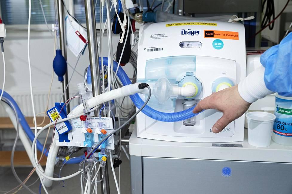 Teho-osastolla käytetään eleganttia teknologiaa, mutta professori Matti Reinikaisen mukaan hoidon keskiössä on osaava henkilökunta.