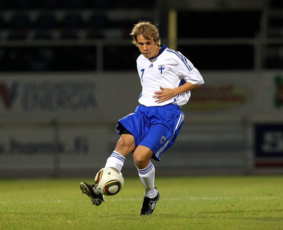 Tehtaan kenttä, Valkeakoski, 8. lokakuuta 2010. Simpanen alle 20-vuotiaiden maaottelussa Valko-Venäjää vastaan.