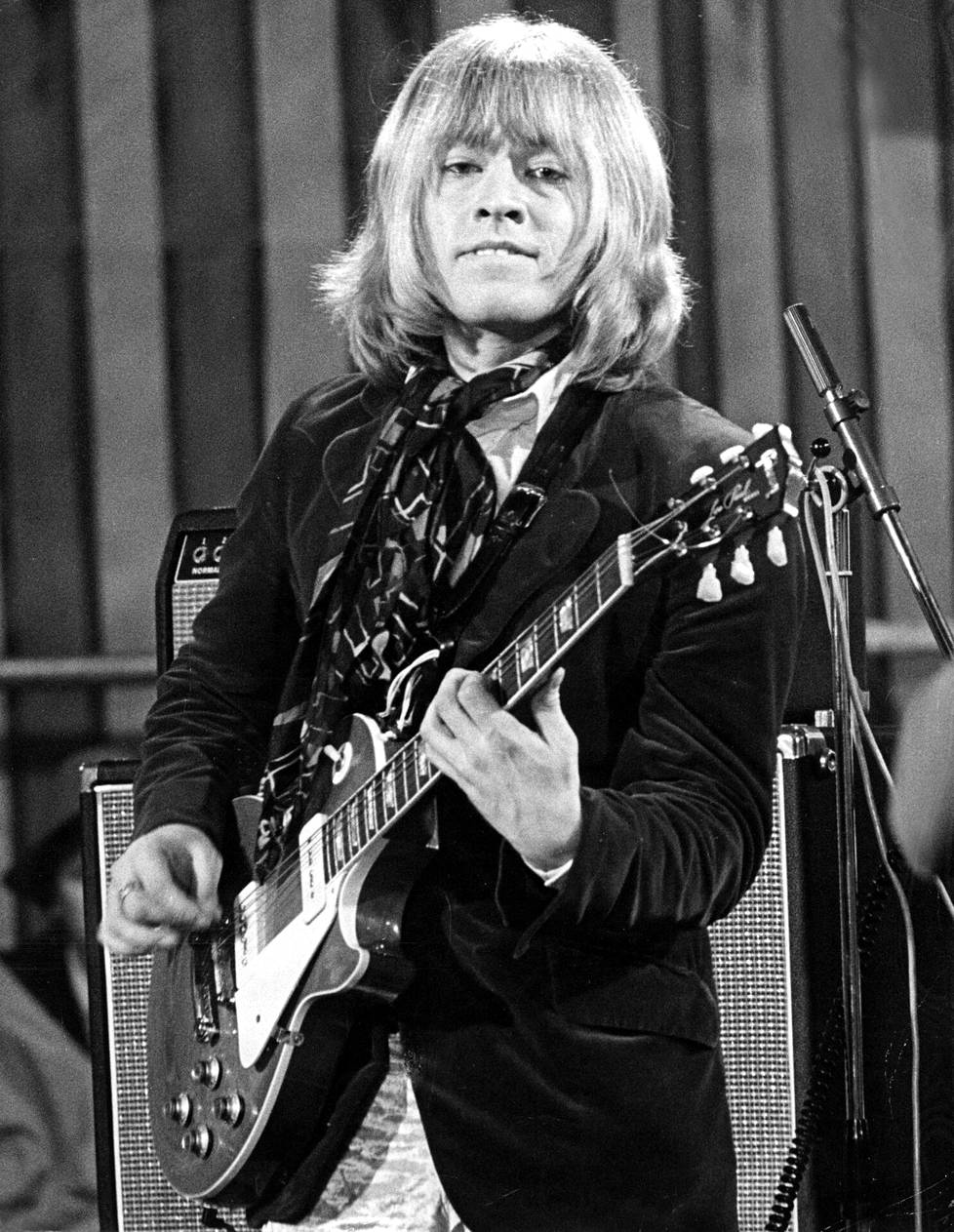 Brian Jones sai kesällä 1969 potkut Rolling Stonesista ja hukkui pian sen jälkeen uima-altaaseensa.