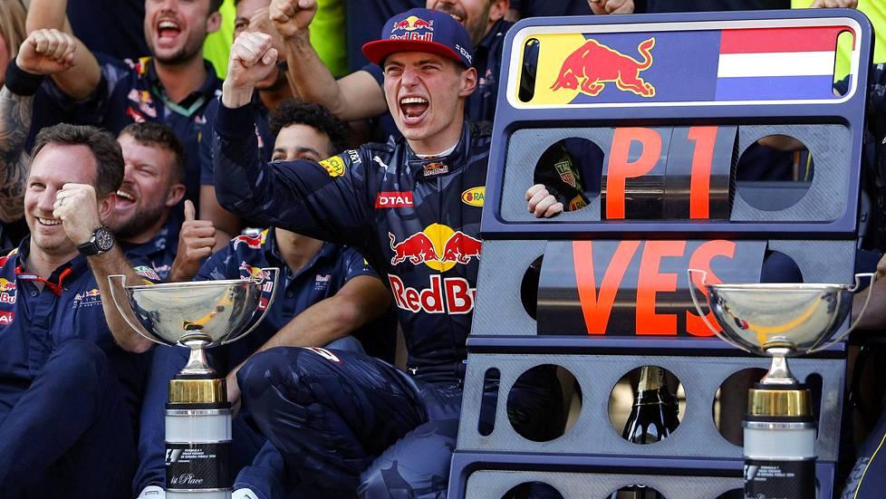 Max Verstappen juhli ensimmäistä F1-voittoaan Barcelonassa 2016.