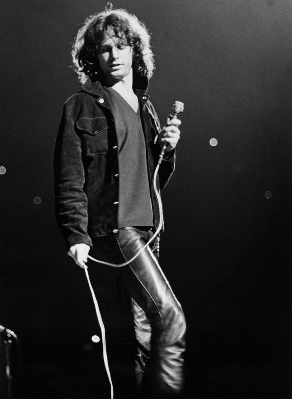 Jim Morrison kuoli pariisilaisasunnon kylpyammeeseen heinäkuussa 1971.