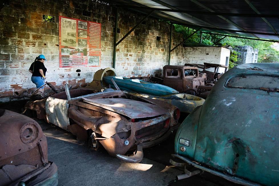 Escobarin autokokoelman jäännöksiä.
