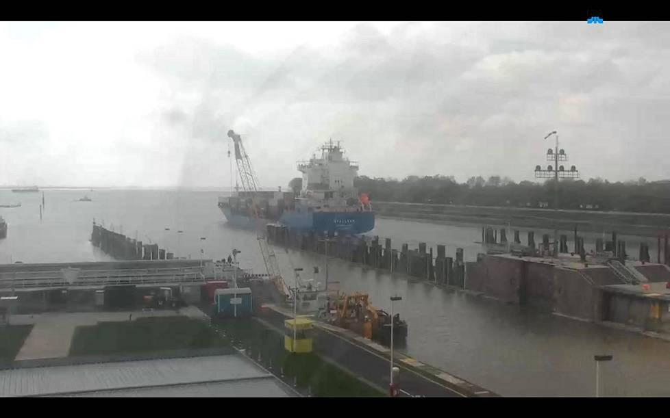 Kanvasta päästyään alus kääntyi Elbelle ja kohti Hampuria.