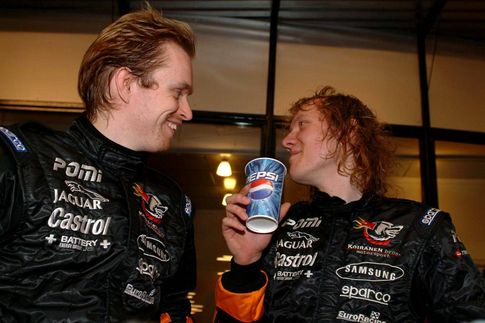 Anssi Kela ja Sipe Santapukki ajoivat Koirasella kotimaan kilparadoilla 2000-luvun puolivälissä.