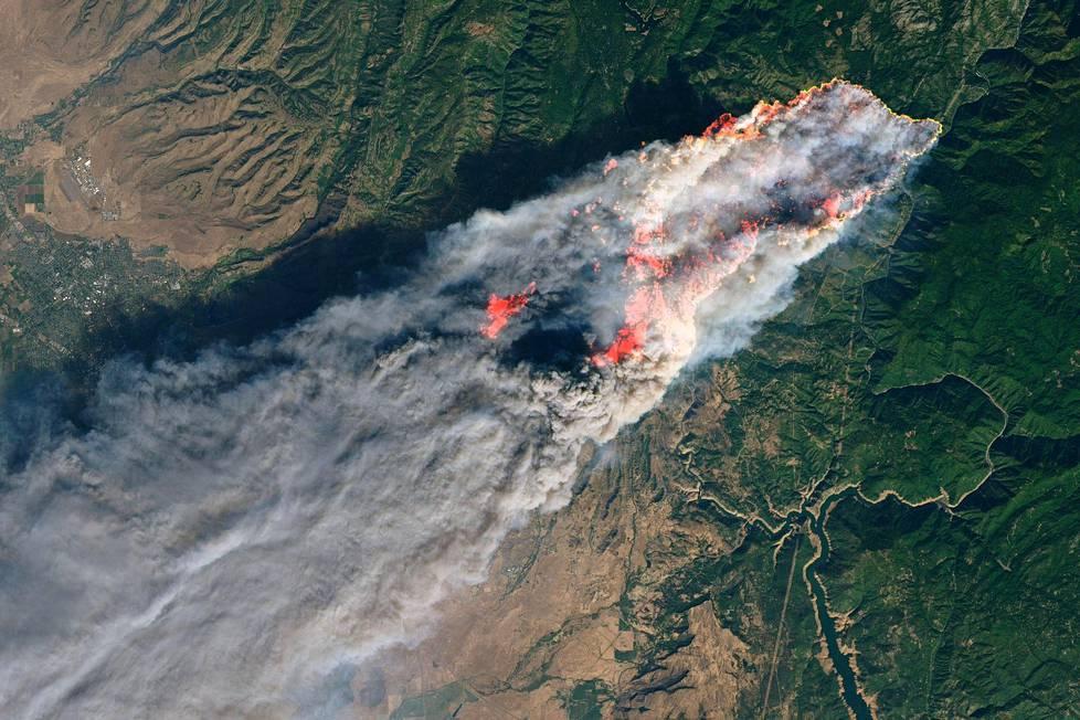 Kalifornian maastopalot Nasan julkaisemassa kuvassa.