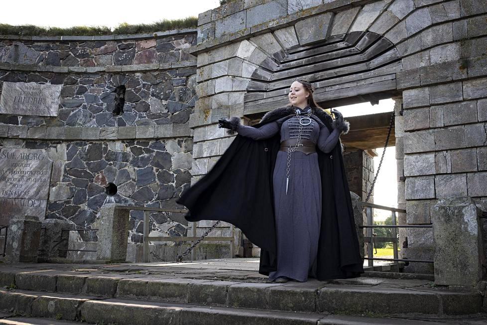 Ira Hurskainen harrastaa cosplayta. Game of Thronesin Sansa-hahmon asun hän on tehnyt itse.