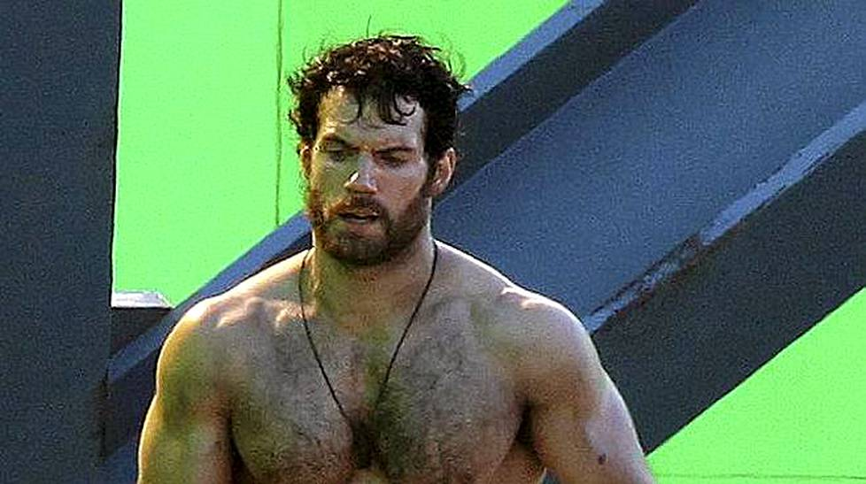 Henry Cavill filmasi Superman: Man of Steeliä Vancouverissa.