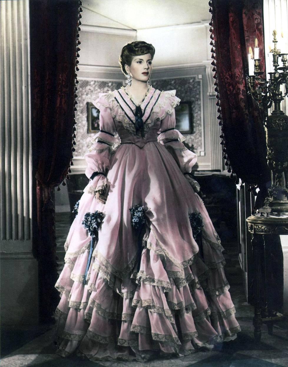 33-vuotiaana kuollut Evita sai maistaa loistoa jo näyttelijänä.
