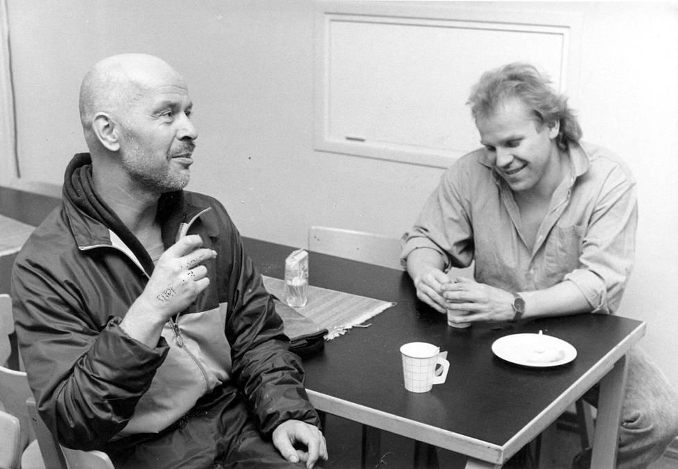 Jouko Turkka ja Jussi Parviainen kuvattuna 19.1.1987 kaksi päivää Jumalan teatterin jälkeen.
