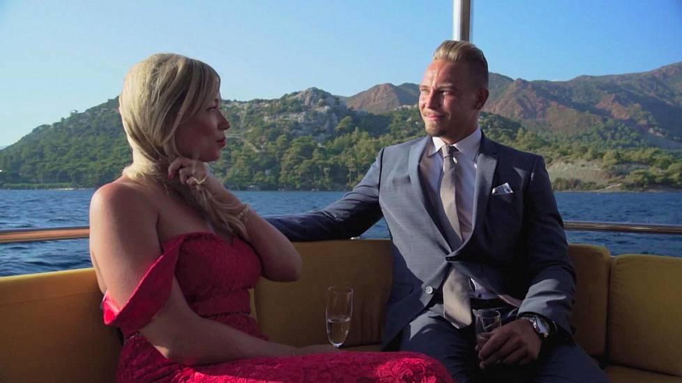 Bachelorette suku puoli osapuoli videoita