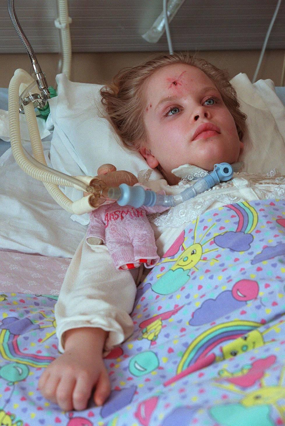 Jasmin halvaantui 8-vuotiaana suojatiellä tapahtuneessa onnettomuudessa.