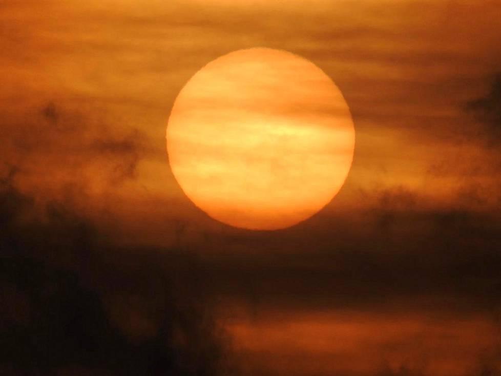 Maanantain auringonlasku Sipoossa.