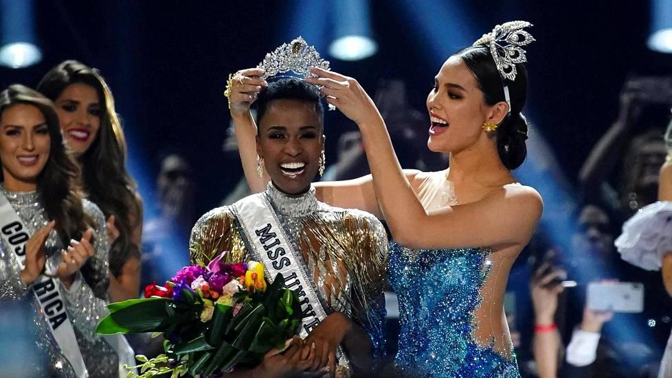 Eteläafrikkalainen Zozibini Tunzi kruunattiin Miss Universumiksi Atlantassa 8. joulukuuta 2019.