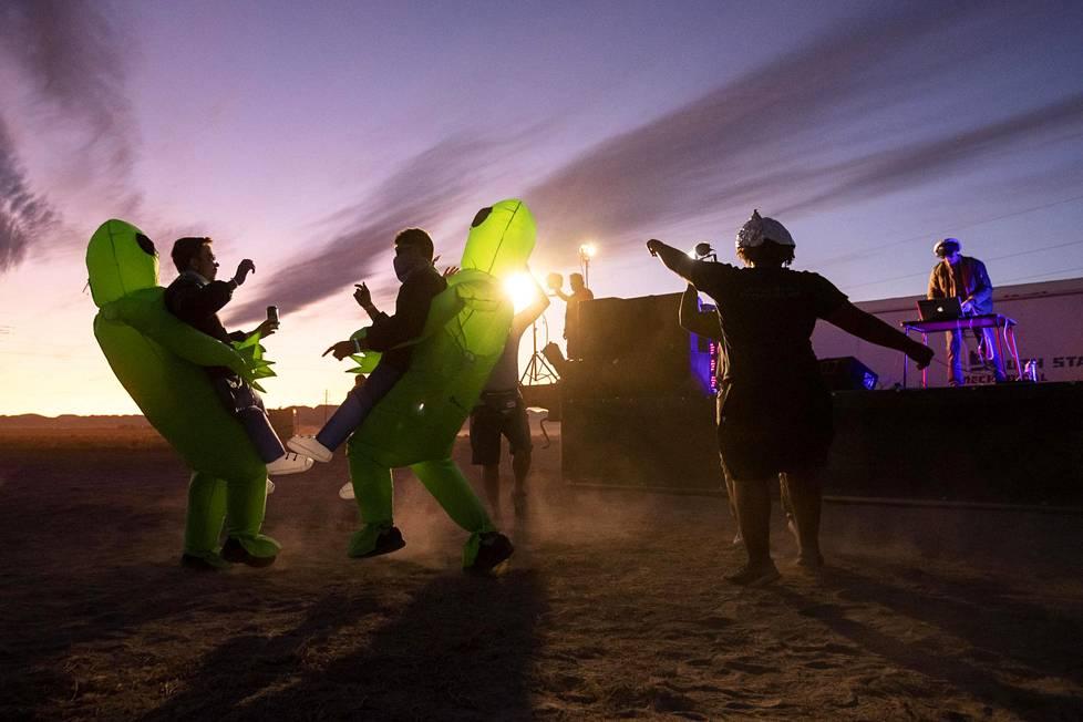 Perjantaina järjestettiin myös Area 51 -alueen lähellä sijaitsevassa Rachelin kaupungissa Alienstock-tapahtuma.