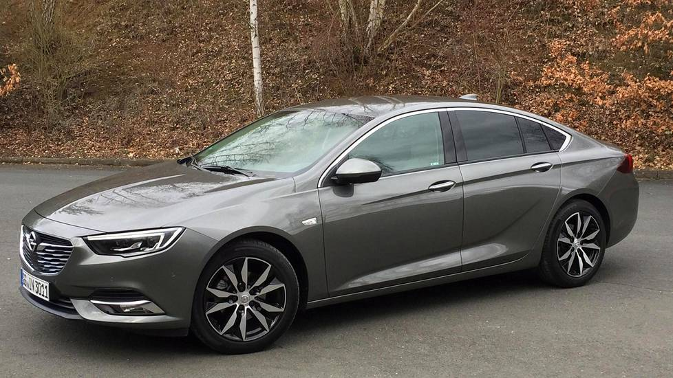 Kuvassa Opel Insignia Grand Sport 1.5 Turbo MT.