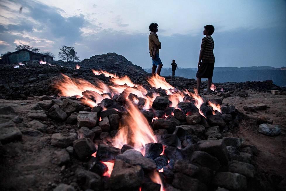 Kaivoksella palaa hiili käytännössä koko ajan, koska tulipalot kumpuavat maanalaisista tunneleista.