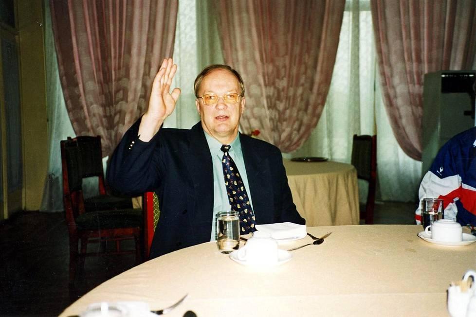 Aamuvirkku Lauri Jakkila (1944–2003) istui aamiaispöydässä myös Pjongjangissa yleensä ensimmäisenä.