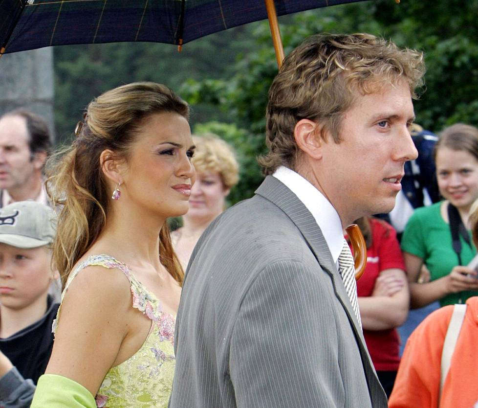Janina ja hänen puolisonsa, tuolloinen miesystävänsä Mark Fry Jari ja Vanessa Kurrin häissä 2004. Janina ja Vanessa ovat pitkäaikaisia ja läheisiä ystäviä.