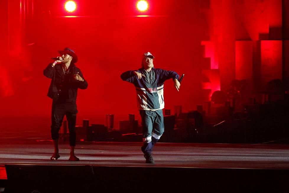 JVG oli yksi lukuisista vierailevista artisteista lavalla.