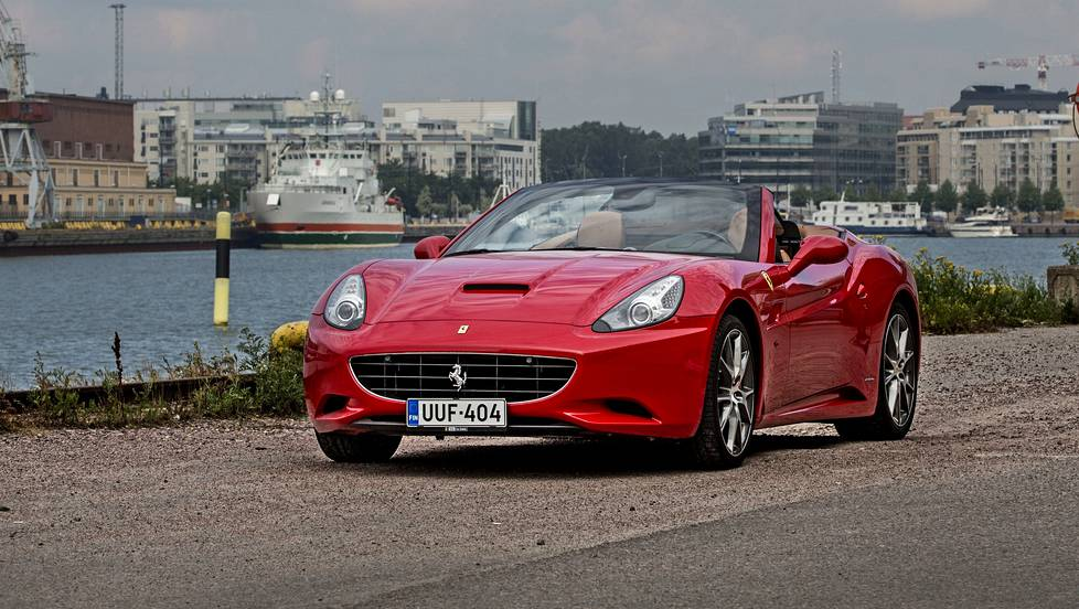 IS 201400730 Ferrari California 2012. Kuva Pete Aarre-Ahtio