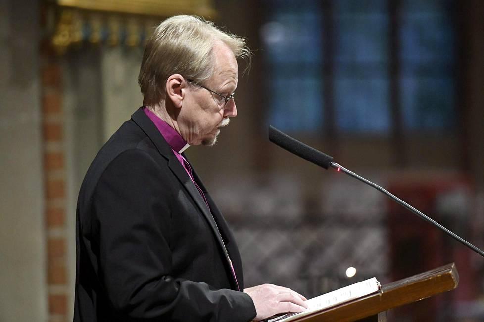 Rukoushetkessä puhui arkkipiispa Kari Mäkinen.