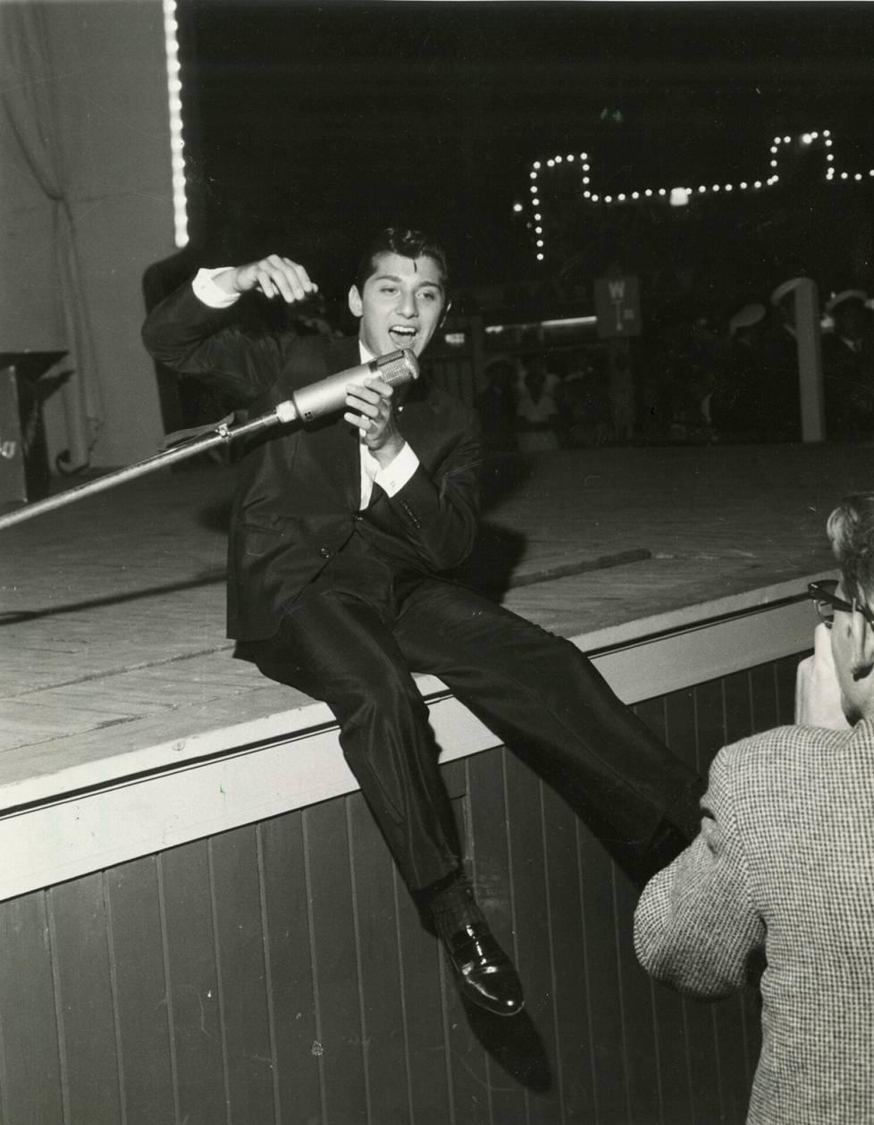 Linnanmäellä koettiin hysteriaa vuonna 1959, kun Paul Anka esiintyi.