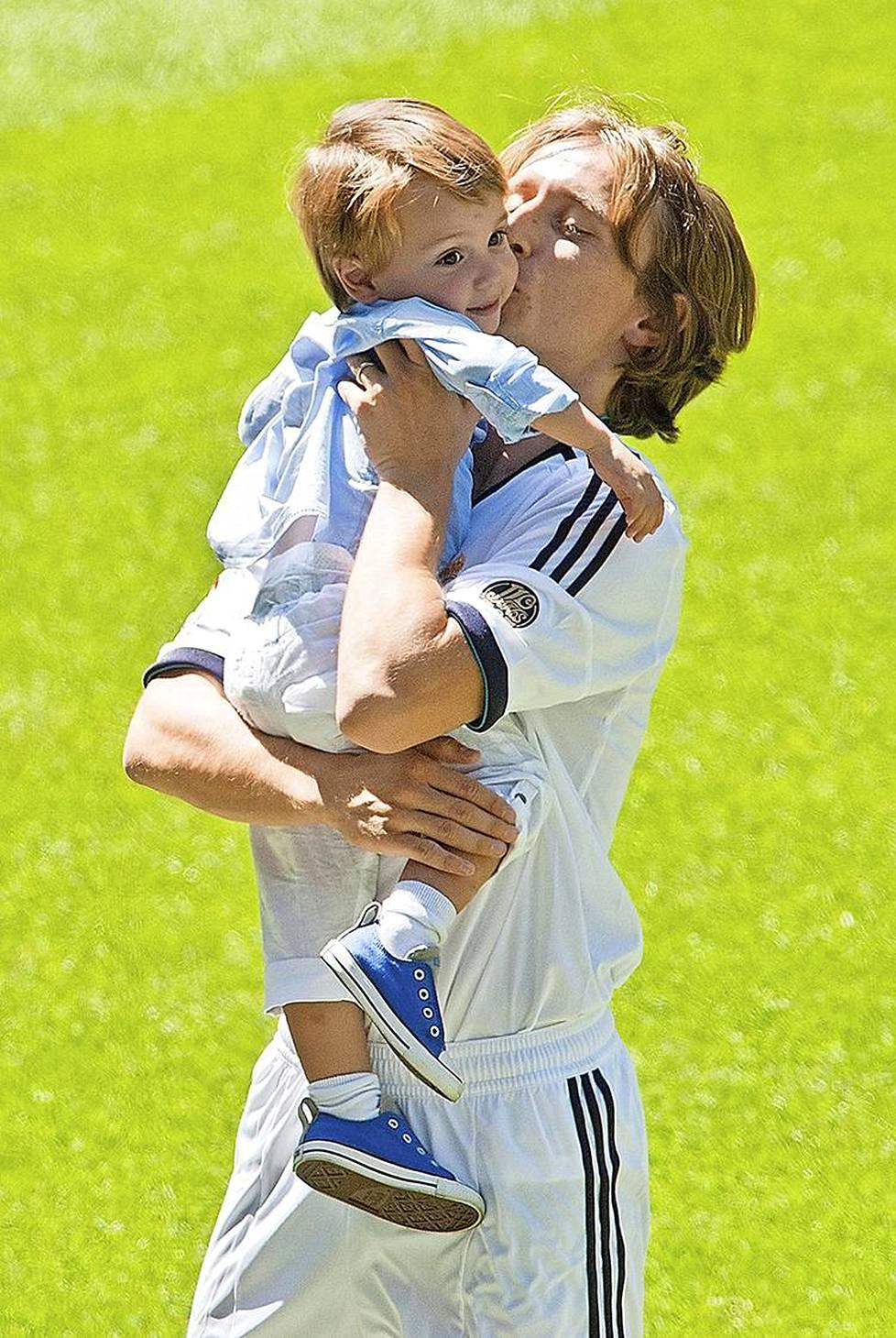 Kun Luka Modric esiteltiin Reald Madridin uutena pelaajana 2012, hänellä oli mukanaan Ivano-poika, joka on nimetty sodassa teloitetun isoisänsä mukaan.