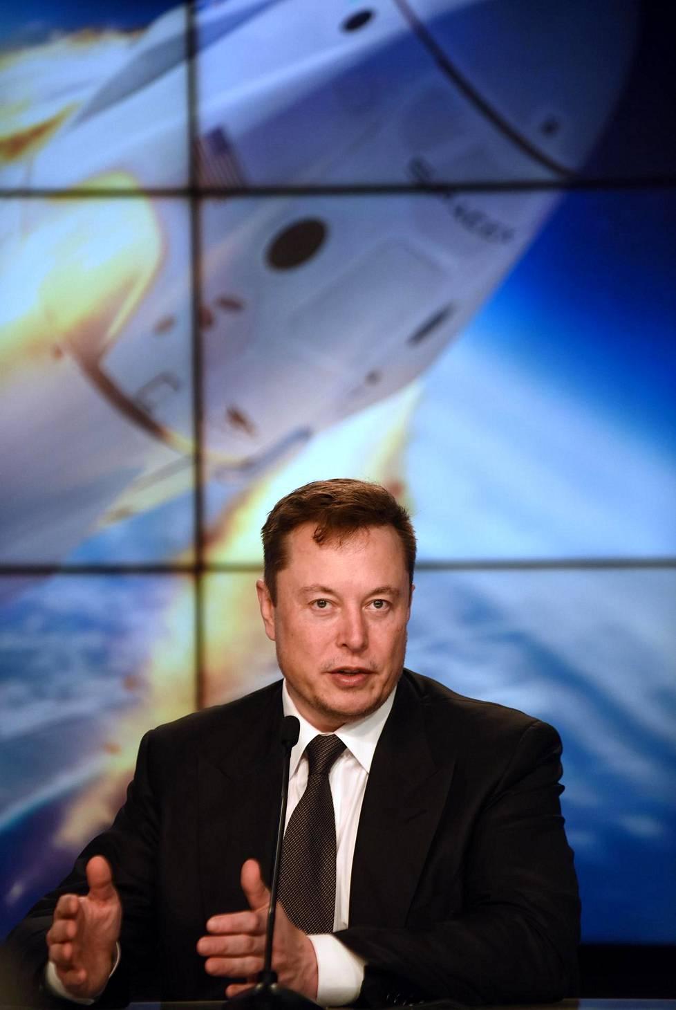 Avaruus, tarkemmin Mars, on ollut pitkään Muskin kohteena. Kuvassa SpaceX:n toimitusjohtaja Kennedy Space Center -asemalla vuosi sitten tammikuussa.