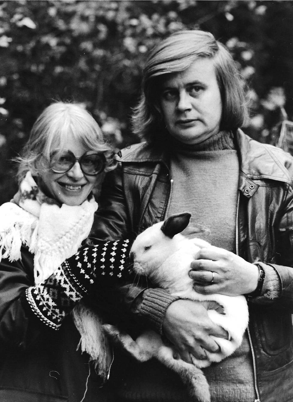 Kaari Utrio ja Kai Linnilä muuttivat 1975 Somerniemelle.
