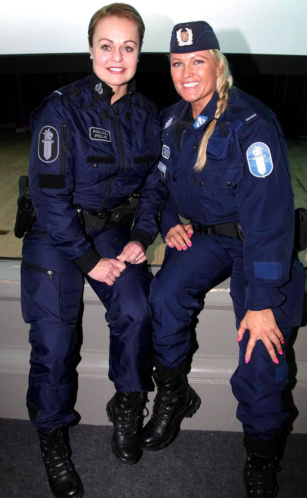 Taina Kolkkala (vas.) ja Marianne Kiukkonen.
