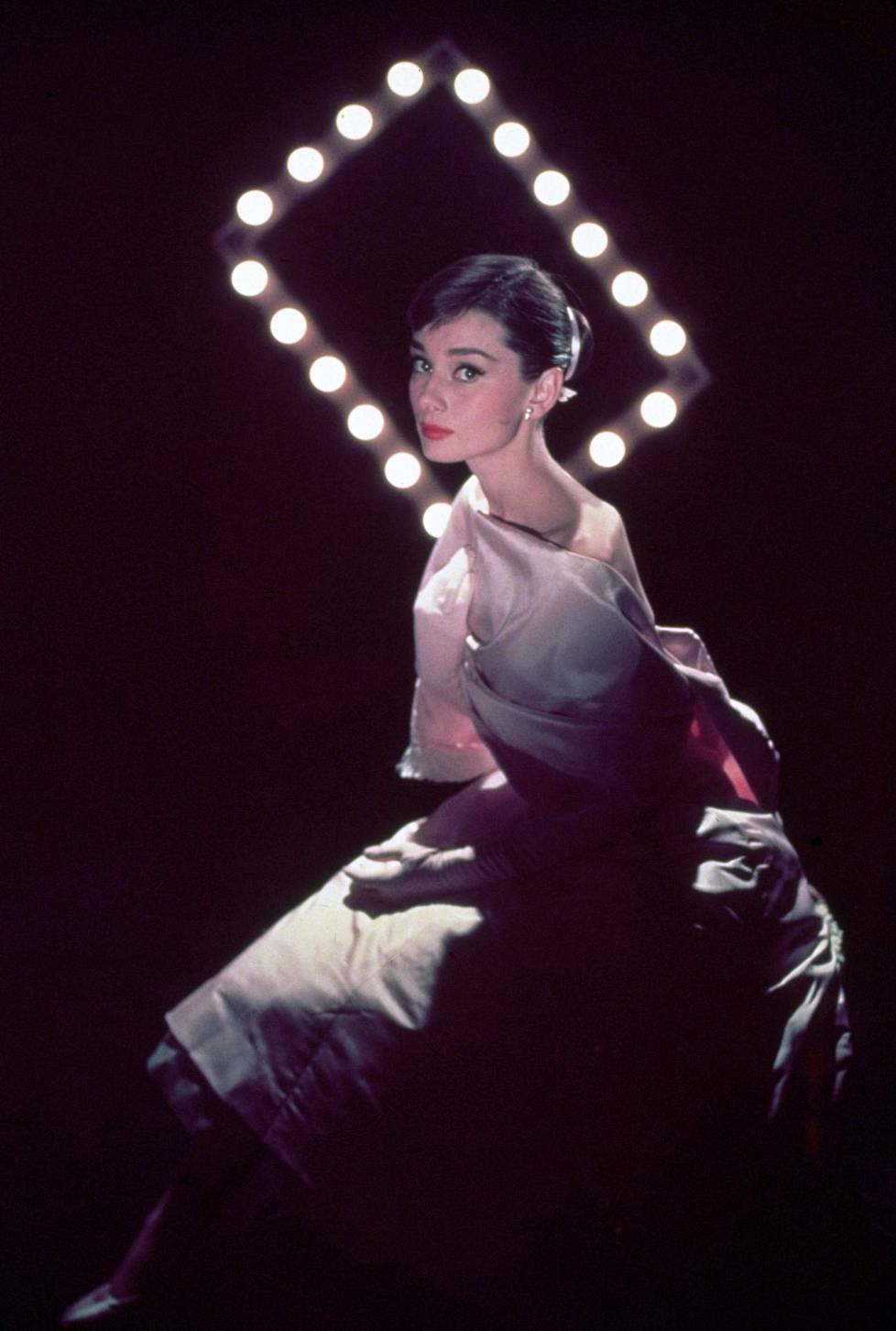 Rakastunut Pariisissa -elokuvaa varten otettu valokuva, 1957.