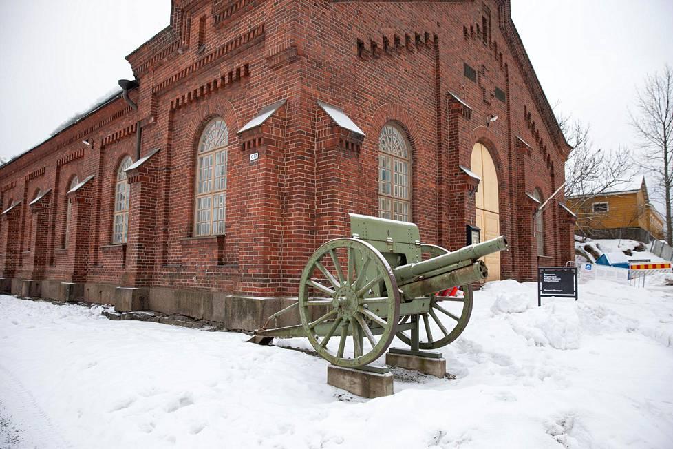 Suomenlinnan Sotamuseossa pääsee tutustumaan saareen sotien historiaan.
