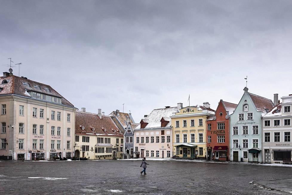 Tallinnan vanha kaupunki on nyt yhtä autio kuin vuosi sitten.