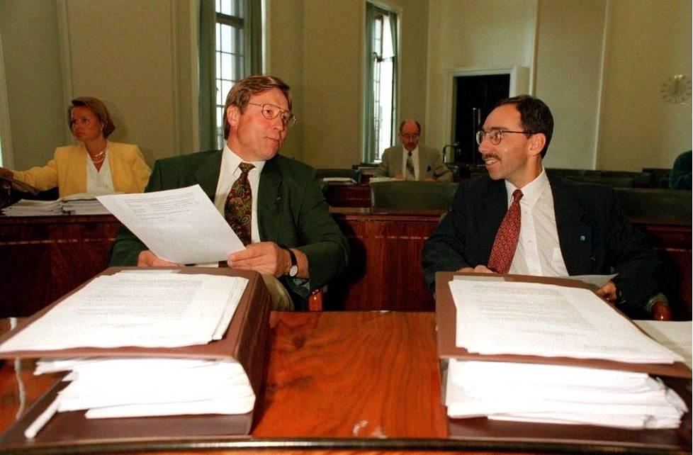 Kollegat Salolainen ja Zyscowicz eduskunnassa kesällä 1995.