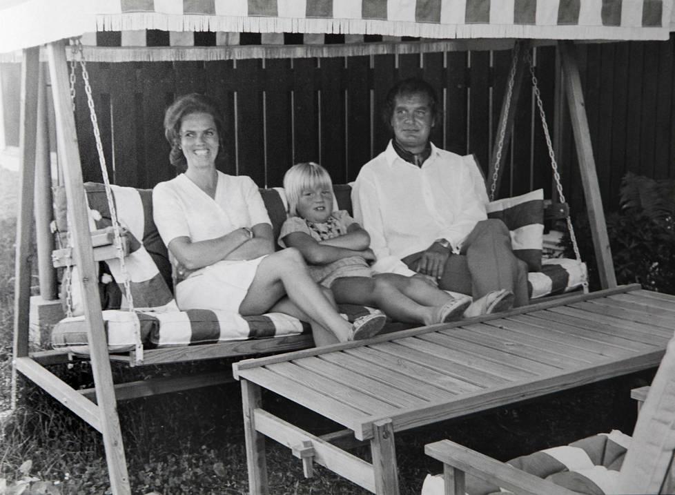 Hymy, Jeppe ja Urpo Lahtinen kuvattuna vanhasta kuvasta.