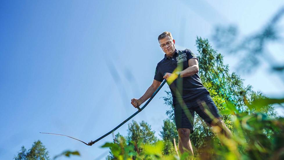 Petteri Orpo on nauttinut kesällä arkisista mökkipuuhista.