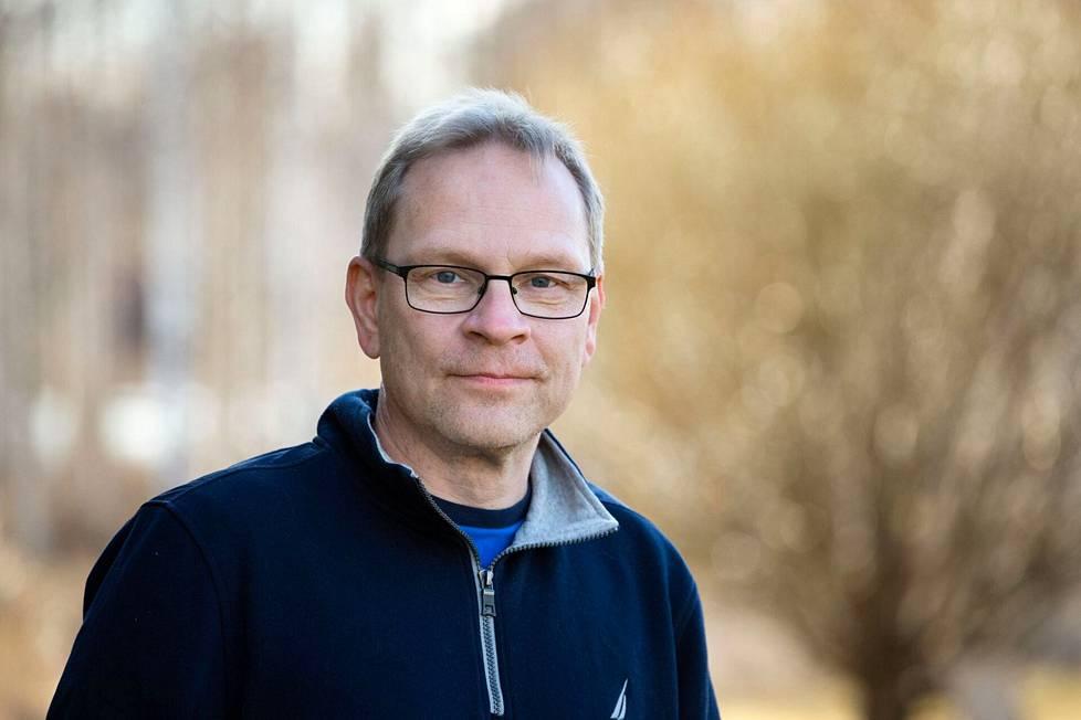 Tampereen yliopiston anatomian professori, lääketieteen tohtori Seppo Parkkila kertoo, että pitkittyneet koronaoireet vaikuttavat tutkimusten perusteella yllättävän yleisiltä.