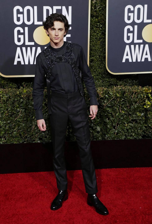 Timothee Chalamet oli ehdolla parhaan sivuosan esittäjänä roolistaan elokuvassa Beautiful Boy. 23-vuotias näyttelijä valitsi ylleen trendikkään, jalokivin koristellun liivin.